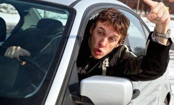 Dokumentē šoferīšu 'meistarstiķus' un ziņo 'Delfi Aculieciniekam'