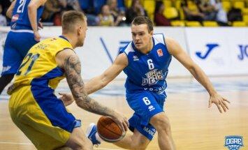 'Ogres' basketbolisti pārsteidz 'Ventspili' un izlīdzina rezultātu LBL pusfināla sērijā