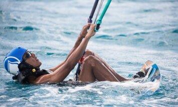 Brīvdienu foto: Obama Karību salās mācās kaitot