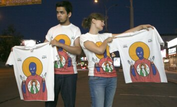 'Pussy Riot' ikonas māksliniekam būs jāmaksā 1000 rubļu sods