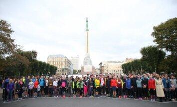 Foto: 'Lattelecom' Rīgas maratona reģistrācija sākas ar Latvijas simtgades kopbildi