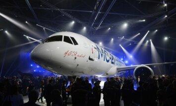 Foto: Krievija prezentē 'par Rietumu lidmašīnām pārāko' MC-21 gaisa kuģi