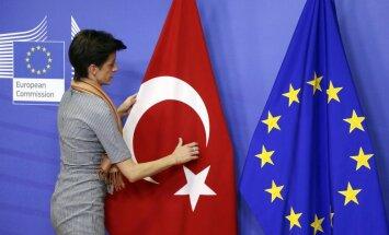 Avoti: EK rekomendēs bezvīzu režīma ieviešanu starp ES un Turciju