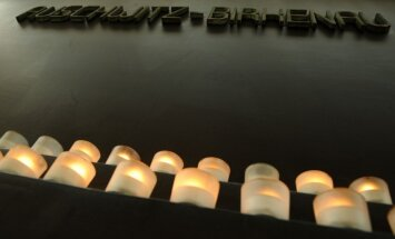 ASV izmeklē skolēnu ņirgāšanos par holokausta muzeja eksponātiem