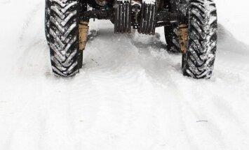 Raidījums: Zemniekam konfiscē likumīgi pirktu traktoru, kas iepriekš nozagts Zviedrijā