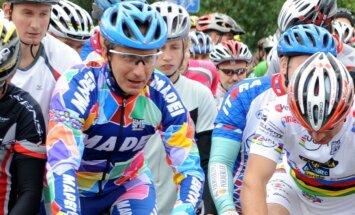 Bijušais Ārmstronga komandas biedrs Ozers: riteņbraukšana pēc šī skandāla mainīsies