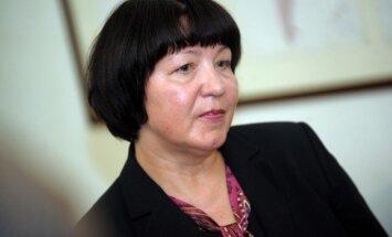KNAB par amata savienošanas ierobežojumu pārkāpšanu soda dzejnieci Liānu Langu