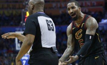 Klīvlendas 'Cavaliers' par sviešanu trenerim ar zupas šķīvi uz vienu spēli diskvalificējuši basketbolistu