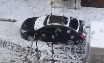 Galējību vasara turpinās: Sanktpēterburgā uzsnidzis sniegs