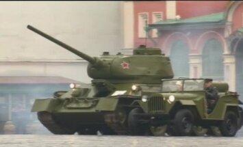 Video: Maskavā izspēlē 1941. gada militāro parādi