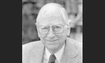 Mūžībā aizgājis slavenais ASV politikas zinātnes profesors Roberts Dāls