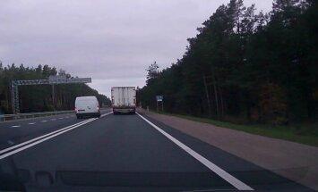 Video: Busiņa vadītājs Jūrmalā rupji pārkāpj ceļu satiksmes noteikumus