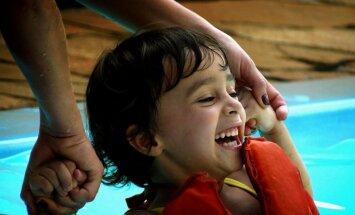 Lai saņemtu rehabilitāciju, bērniem jāgaida mēnešiem; sāk ziedojumu vākšanas akciju