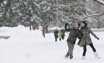 Sevastovas piekāpšanās, sniegs un šķīdonis plosās Latvijā. Rīta aktualitātes