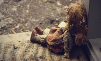 Sistas, pazemotas un izmantotas: sieviešu stāsti no krīzes centra