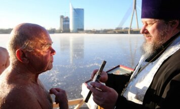 Крещение Господне: На реке Даугаве состоялся чин освящения воды (обновлено+ видео)