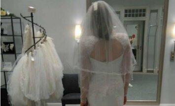 Foto: Magone Burka atrāda izvēlēto kāzu kleitu