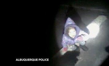 Aizkustinošs video: ASV policija atrod nolaupītu meitenīti
