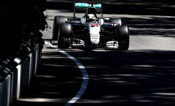 'Mercedes' piloti ātrākie Kanādas F-1 posma pirmajā treniņbraucienu sesijā