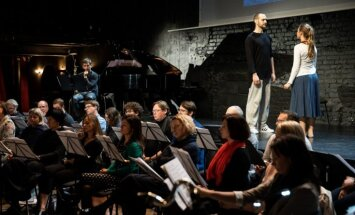 Foto: Top Simtgades uzveduma 'Zemgales gredzens' kino koncerts 'Vēstures palos'