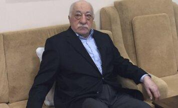 Turcija prasa Vācijai izdot apvērsuma organizēšanā vainotā Gilena atbalstītājus