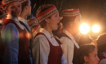 """Sadarbības programmas """"Singing Neighbours"""" igauņu – latviešu bērnu dziesmu svētki Baldones Vanagkalnu estrādē."""