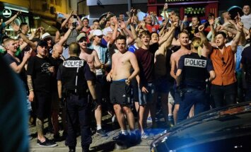Police guard vs England fans in Marseille