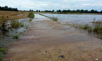 Pēc plūdiem rosina ārkārtas situāciju izsludināt vēl septiņos novados