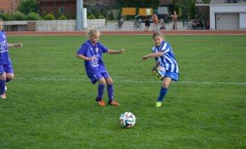 Foto: Četrās pilsētās atklāta jaunā meiteņu futbola vasaras čempionāta sezona