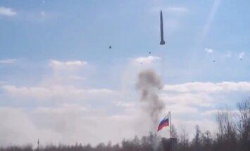 Video: Krievijas armijas mācībās neveiksmīgi tiek palaista raķete