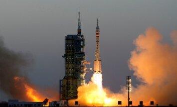Китай запустил пилотируемый космический корабль с двумя тайконавтами