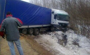 Vidējā atlīdzība par kravas auto nodarītajiem zaudējumiem joprojām augsta