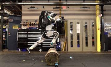Video: Robots 'Atlas' tagad prot pārvarēt šķēršļus parkūra stilā
