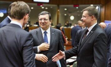 Smagā cīņa par ES budžetu: samits naktī turpinās pēc neveiksmīgām līderu divpusējām sarunām
