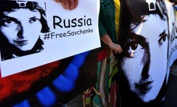 Trīs Nobela prēmijas laureāti mudina ES panākt Savčenko atbrīvošanu