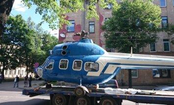 """ФОТО: На """"Маскачке"""" вертолет запутался в троллейбусных проводах"""