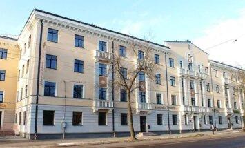 Viesnīcu Rīgā jau vairākas dienas kontrolē 'bruņoti vīri maskās'