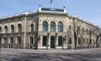 Komisija virza alternatīvus grozījumus un iegrožo Latvijas Bankas vadītāja pilnvaru termiņu