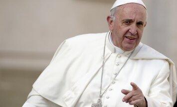 """Папа Римский разрешил священникам отпускать """"грех совершения аборта"""""""