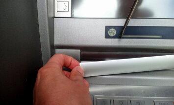Foto: Teikā uzdarbojas 'bankomātu krāpnieki' (ar 'Nordea' komentāru)