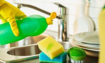 Septiņas lietas, ko nevajadzētu mazgāt ar trauku mazgājamo līdzekli