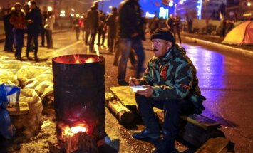 Ukrainas prezidents izsludina ultimātu, Austrumukrainā nostiprina barikādes (teksta tiešraides arhīvs)