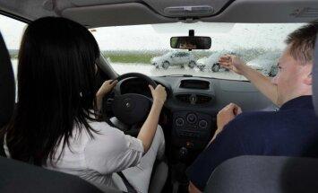 CSDD aicina autoskolas apmācībā izmantot arī nerakstītos ceļu satiksmes likumus