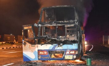 Autobusa ugunsgrēkā Taizemē gājuši bojā 20 viesstrādnieki no Mjanmas