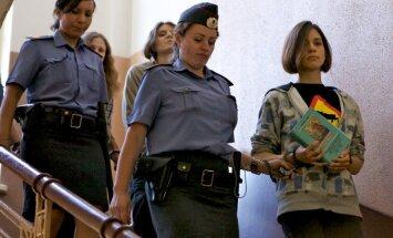 Paziņo par spridzekli tiesas ēkā, kurā izskata 'Pussy Riot' lietu