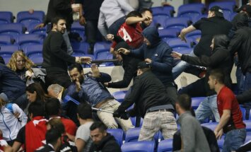 Besiktas and Lyon fans clash