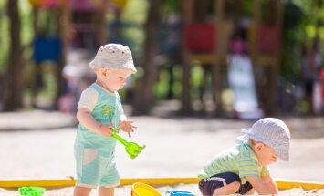 Bērns sāk apgūt smilšu kastes gudrības: visbiežākās problēmas