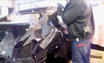 Video: Kā sadauzītam BMW limuzīnam pārmetina pusi aizmugures