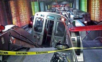 Čikāgā vilciens ietriecies eskalatorā; desmitiem cietušo