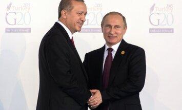 Erdogans apsūdz Krieviju par pretgaisa aizsardzības ieroču piegādāšanu kurdu separātistiem